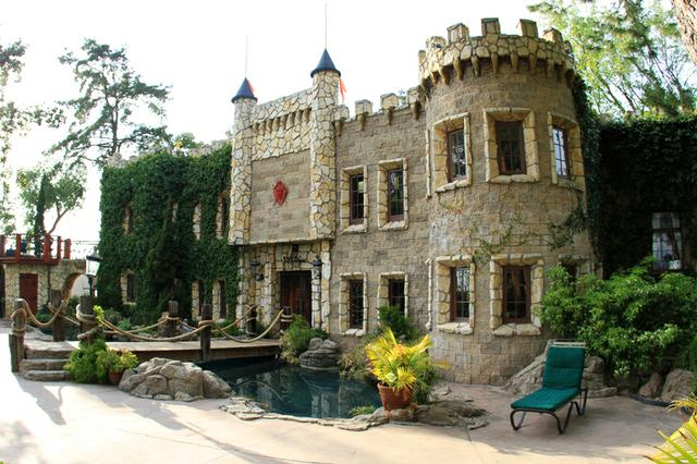 Hollywood Castle